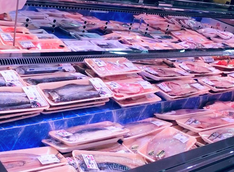 千歳屋の鮮魚売場は塩干物も充実