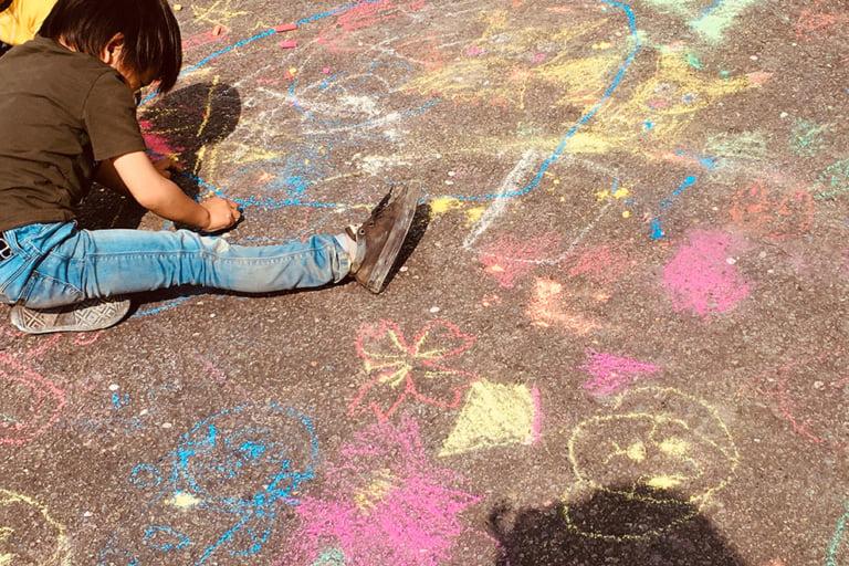 子どもアートらくがきロード1