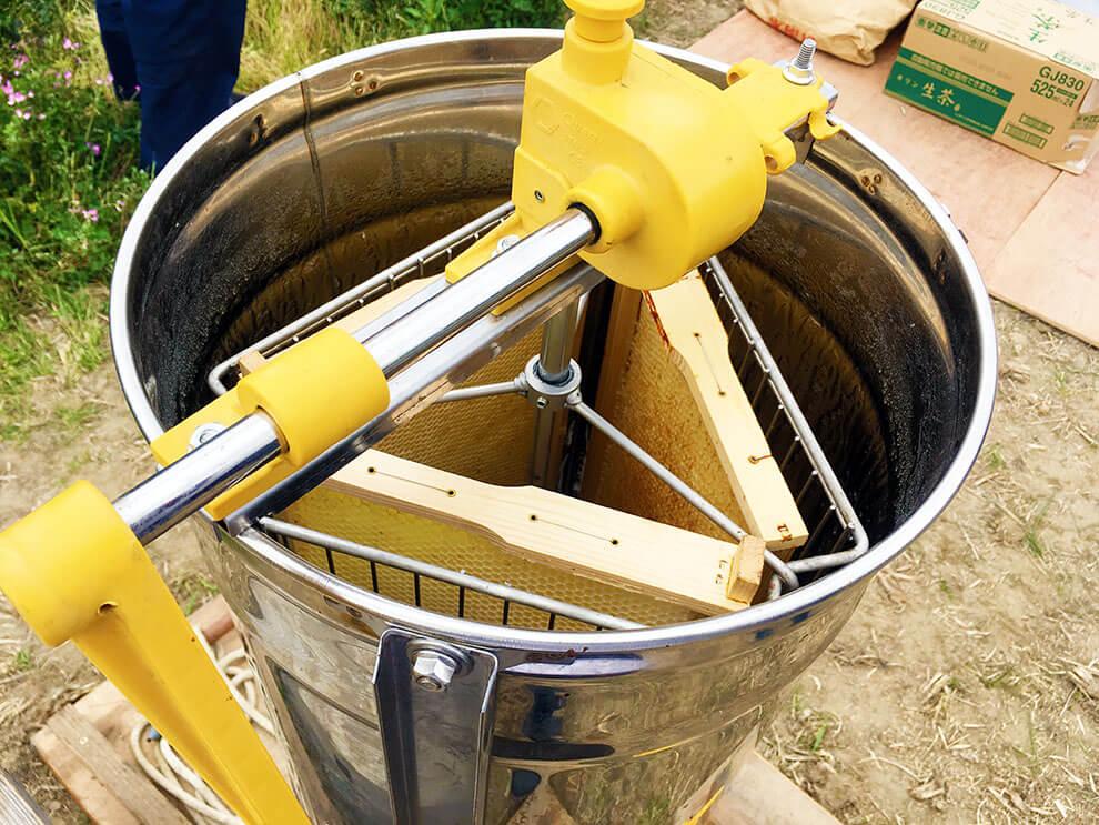 第6回大丸用水れんげまつり養蜂体験の遠心分離機