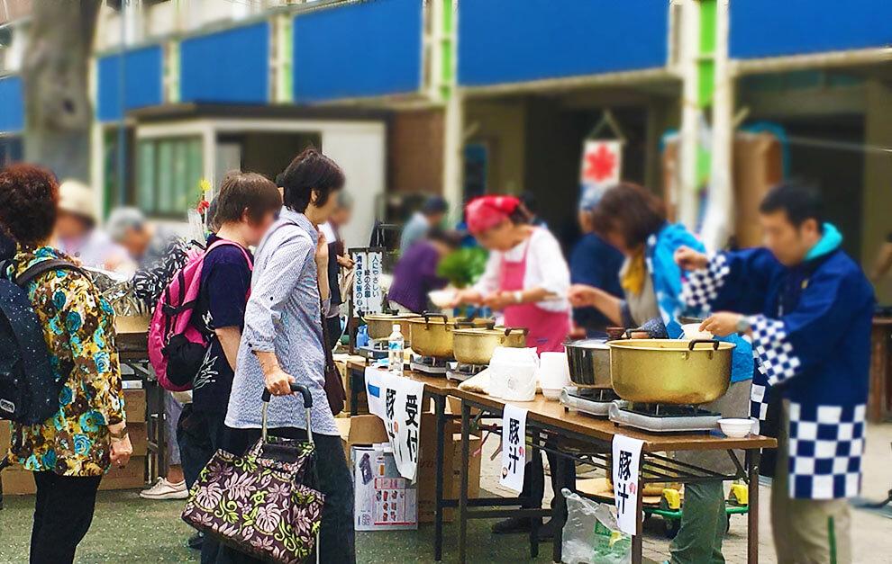 永山名店街さつき祭りにて豚汁炊き出し