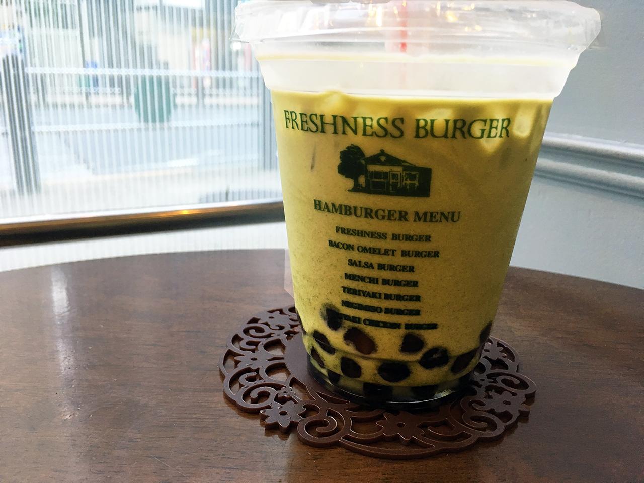 多摩市内で飲めるタピオカドリンクフレシネスバーガーのタピオカジャスミン緑茶ミルクティー
